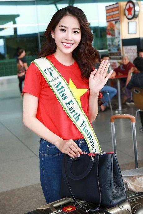 Nam Em mac ao co do sao vang, mang 150kg hanh ly den Miss Earth - Anh 4