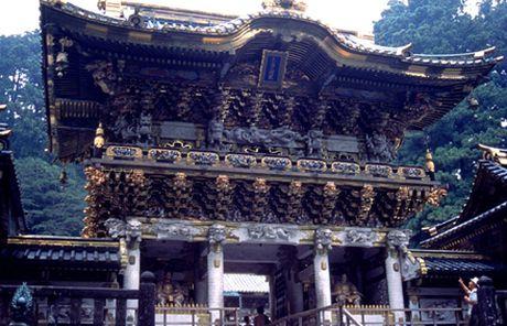 Ve dep trang le cua quan the den chua Nikko Toshogu - Anh 2