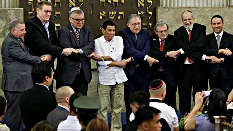 Israel chap nhan loi xin loi cua Tong thong Duterte - Anh 1
