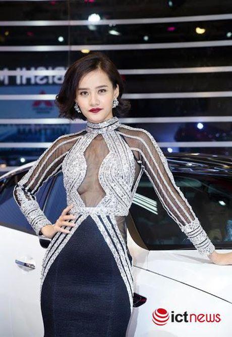 Xem 'chan dai' khoe dang tai Trien lam o to Viet Nam 2016 - Anh 7