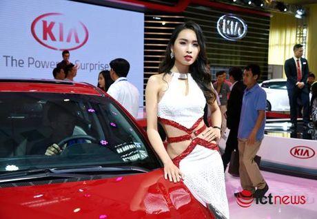 Xem 'chan dai' khoe dang tai Trien lam o to Viet Nam 2016 - Anh 9