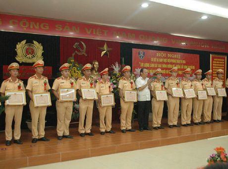 CSGT TP Ha Noi: Gan 10.000 'guong tot, viec tot' - Anh 2