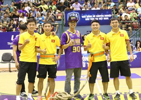 Tuyen futsal Viet Nam hao hung di xem bong ro - Anh 2
