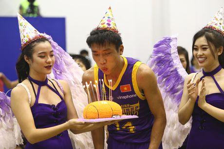 Tuyen futsal Viet Nam hao hung di xem bong ro - Anh 5