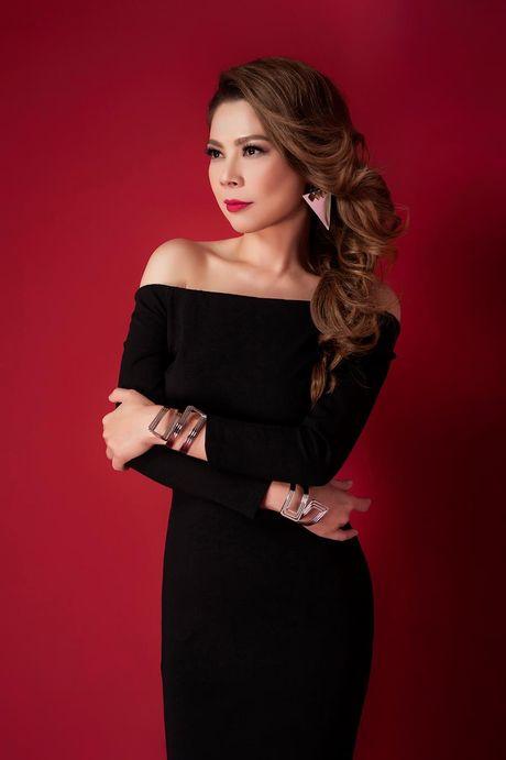 Thanh Thao an tuong voi 2 gam mau den - do - Anh 5