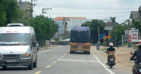 Xe coi thung, 'co ngon' cay nat QL1 Binh Dinh - Anh 8