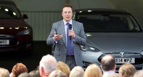 CEO cua Tesla 'noi doa' vi nhan vien tu y giam gia xe - Anh 1
