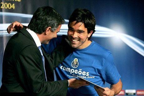 Deco: 'Cau thu Man United phai quen voi con thinh no cua Mourinho' - Anh 2