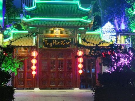 Phu Yen: Chu nha hang go 'khung' tuyen bo 'xep xo' kinh doanh vo thoi han - Anh 1