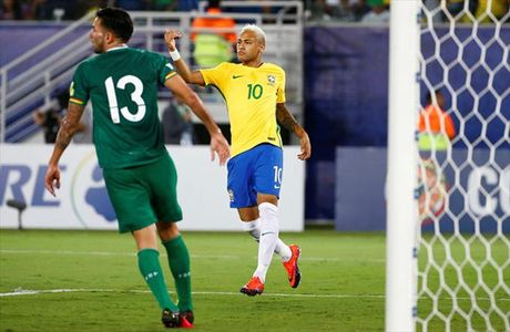 Vong loai World Cup 2018: Brazil, Uruguay dai thang, Argentina va Chile lam nguy - Anh 3