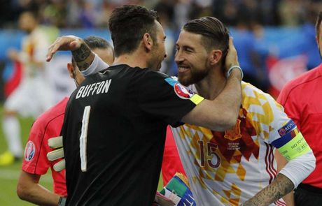 Diem tin chieu 07/10: Neymar lap cot moc 300 ban thang; Ramos thoa ma Buffon ngu ngoc - Anh 1