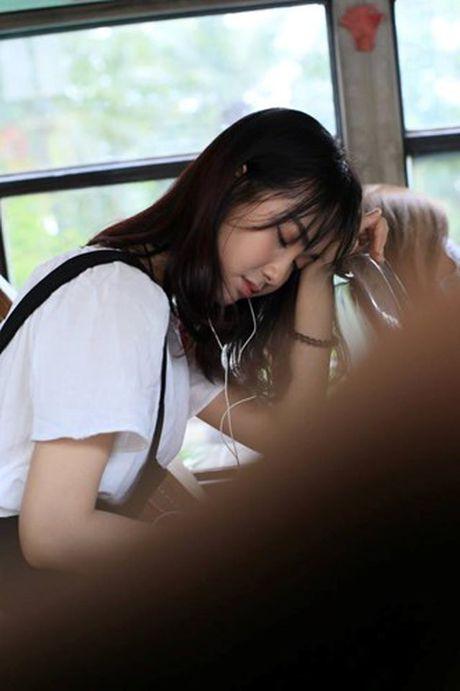 'Hot girl xe bus' bi che khi thu suc hat nhac Trinh - Anh 1