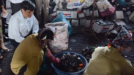 Pho Thu tuong chi dao xu ly nhiem doc chi tai xa Chi Dao, huyen Van Lam (Hung Yen) - Anh 1