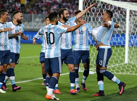 TRUC TIEP Peru 0-1 Argentina: Doi khach mo ty so - Anh 3
