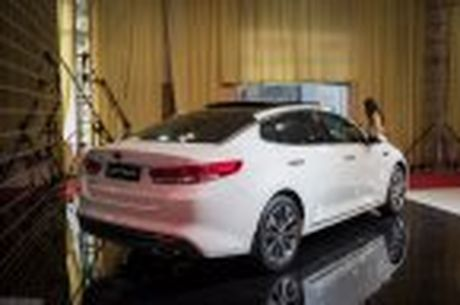 KIA Optima 2016 - sedan hang D, ngoai that dep, 2 tuy chon dong co, gia tu 915 trieu - Anh 16