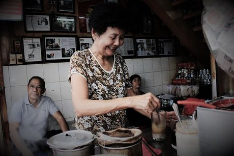 Ca phe 'vot' dung chat Sai Gon xua hon nua the ky cua vo chong gia - Anh 1