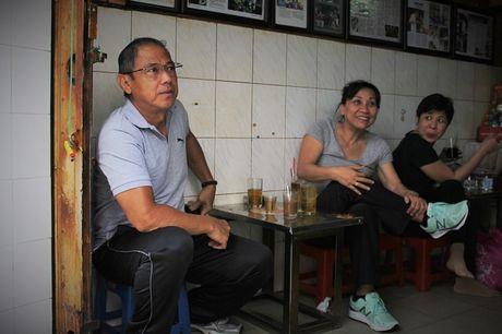 Ca phe 'vot' dung chat Sai Gon xua hon nua the ky cua vo chong gia - Anh 7