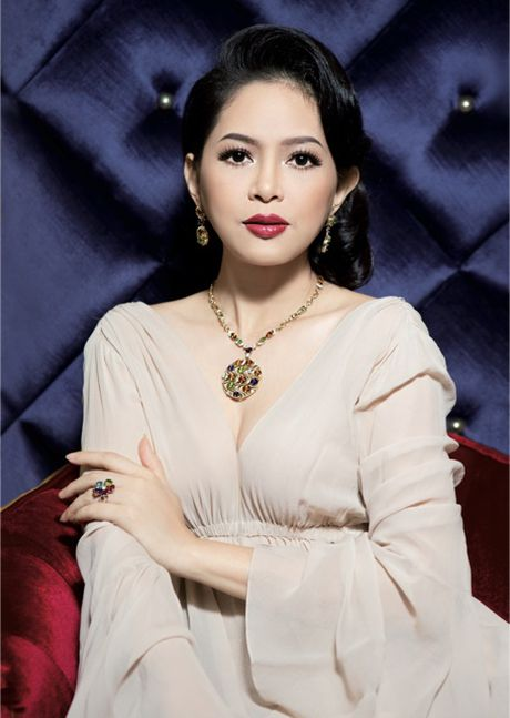 Vo chong ong vua hang hieu Hanh Nguyen – Thuy Tien duoc vinh danh - Anh 3