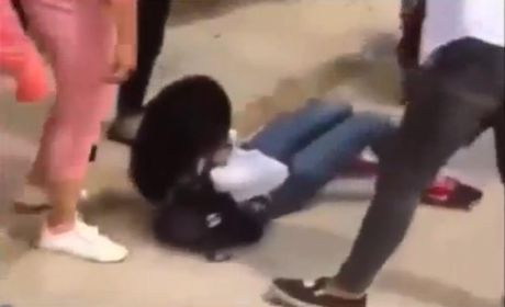 Thai Binh: Xuat hien clip nu sinh ao trang bi danh hoi dong da man - Anh 1