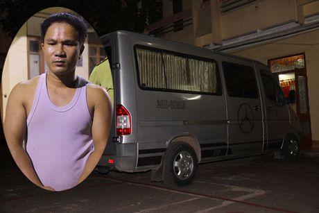 Phat hien doi tuong van chuyen hon 500kg go sua - Anh 1