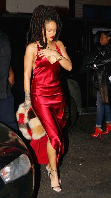 Paris Hilton, Rihanna dien thoi trang goi cam nhat tuan qua - Anh 2