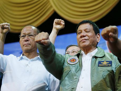 Philippines tuyen bo ngung tuan tra chung voi My tren Bien Dong - Anh 1