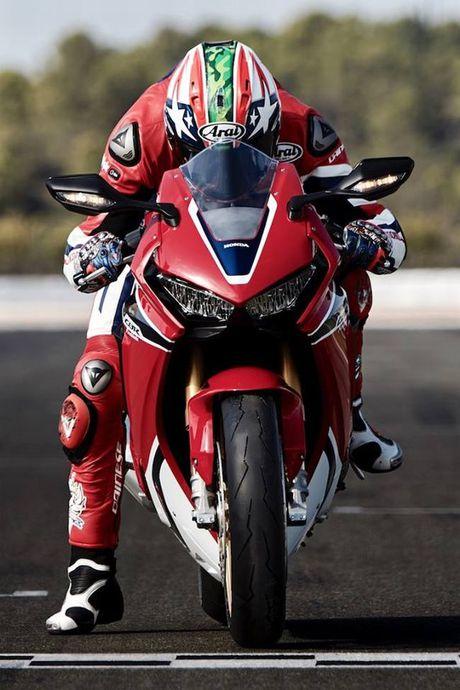 Sieu mo to Honda CBR1000RR 2017 trinh lang tai trien lam Intermot - Anh 11