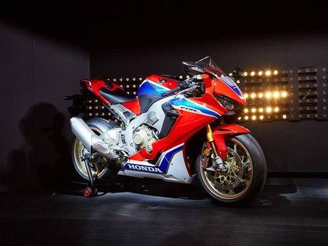 Sieu mo to Honda CBR1000RR 2017 trinh lang tai trien lam Intermot - Anh 18