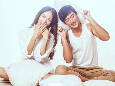 3 giai phap 'vang' truyen cam hung cho doi song chan goi cua vo chong ban - Anh 1