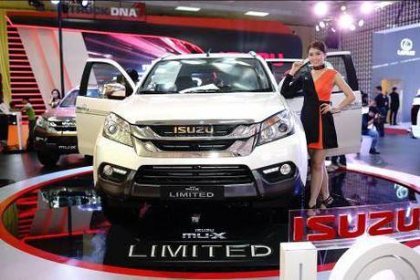 Isuzu Viet Nam ra mat 'chien tuong' SUV mu-X Limited va D-Max Type X - Anh 1