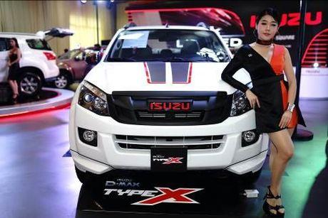 Isuzu Viet Nam ra mat 'chien tuong' SUV mu-X Limited va D-Max Type X - Anh 2