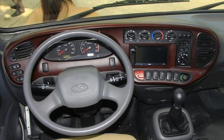 Can canh xe buyt Hyundai E–County XL 29 cho ngoi gia 1,275 ty dong - Anh 2