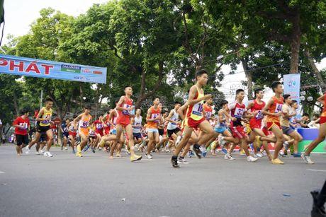 Chung ket giai chay Bao Hanoimoi mo rong 2016: Gan 1.200 VDV tranh tai - Anh 2