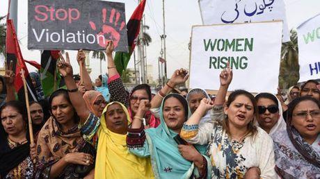 Pakistan ra luat trung phat nhung ke 'giet nguoi vi danh du' - Anh 2