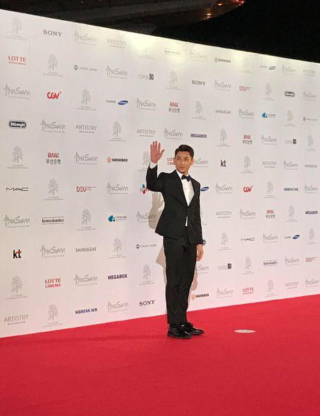 Isaac lich lam giua tham do lien hoan phim Busan - Anh 2