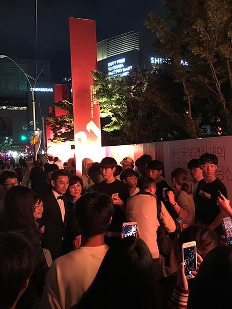 Isaac lich lam giua tham do lien hoan phim Busan - Anh 8