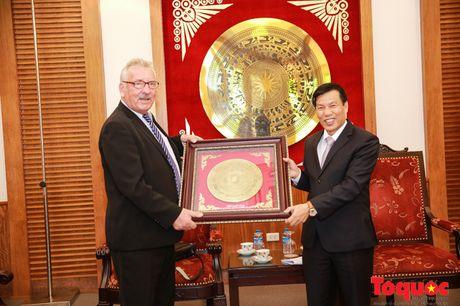 Bo truong Nguyen Ngoc Thien tiep Doan khao sat du lich Duc - Anh 2