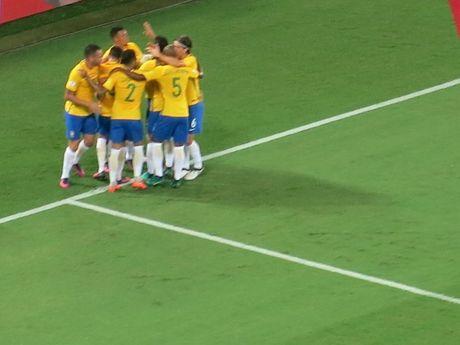 Neymar toa sang va do mau o chien thang 5-0 cua Brazil - Anh 17