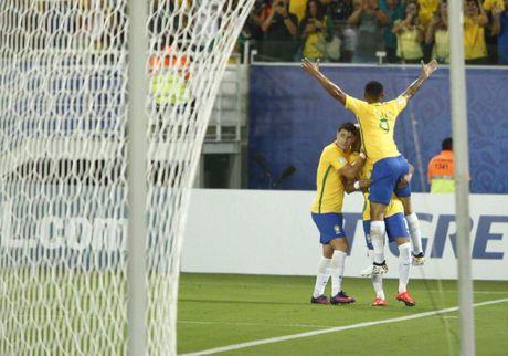 Neymar toa sang va do mau o chien thang 5-0 cua Brazil - Anh 19