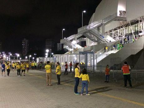 Neymar toa sang va do mau o chien thang 5-0 cua Brazil - Anh 6
