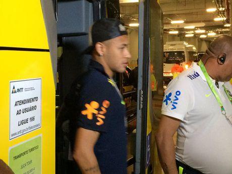 Neymar toa sang va do mau o chien thang 5-0 cua Brazil - Anh 7