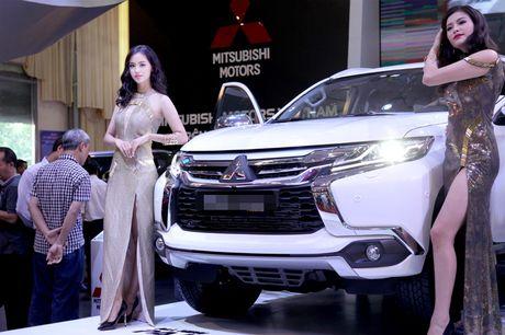 Chan dai khoe dang, sieu xe do sang chanh - Anh 10