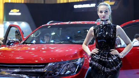 Chan dai khoe dang, sieu xe do sang chanh - Anh 13