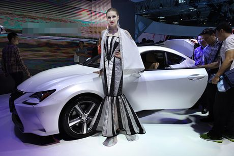 Chan dai khoe dang, sieu xe do sang chanh - Anh 15