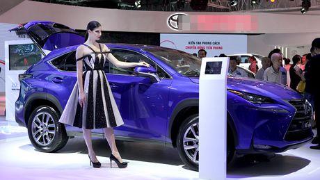 Chan dai khoe dang, sieu xe do sang chanh - Anh 2