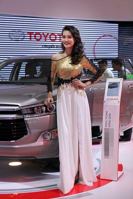 Chan dai khoe dang, sieu xe do sang chanh - Anh 3
