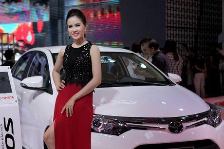 Chan dai khoe dang, sieu xe do sang chanh - Anh 8