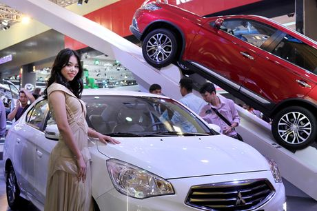 Chan dai khoe dang, sieu xe do sang chanh - Anh 9