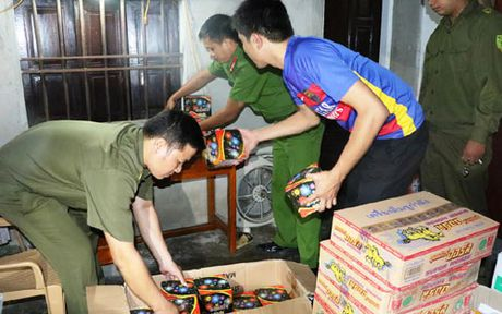 Ha Tinh: Bat doi tuong buon ban 76 kg phao no - Anh 1