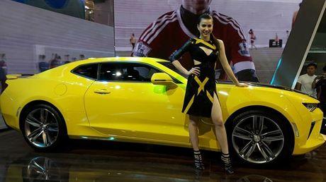 Can canh Chevrolet Camaro SS vang den tai VMS 2016 - Anh 10